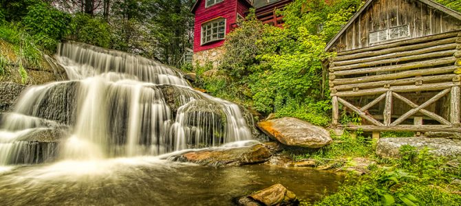 TAKE A BACKROADS TRIP: SEE WATERFALLS IN NORTH CAROLINA